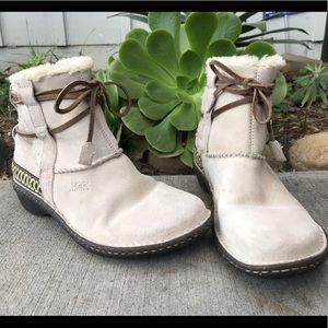 UGG Cove short boot